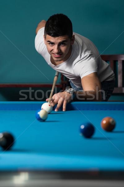 Fiatal személy játszik snooker fiatal férfiak labda Stock fotó © Jasminko