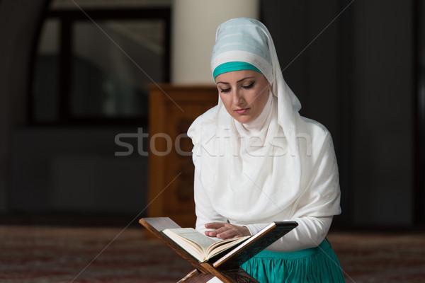 Muszlim nő olvas szent iszlám könyv Stock fotó © Jasminko
