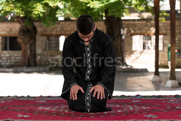 Muçulmano oração mesquita jovem homem Foto stock © Jasminko