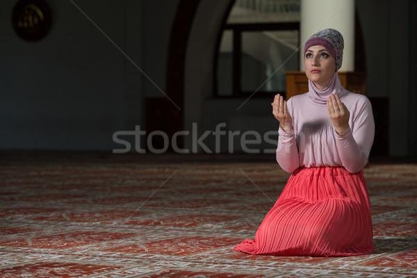 Müslüman kadın dua eden cami genç eller Stok fotoğraf © Jasminko