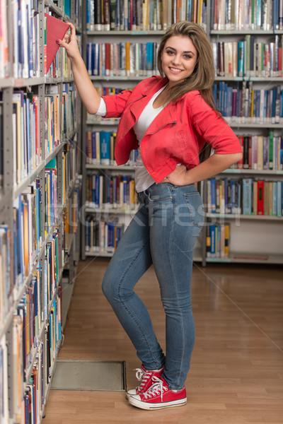 Kadın kütüphane portre kafkas kız Stok fotoğraf © Jasminko