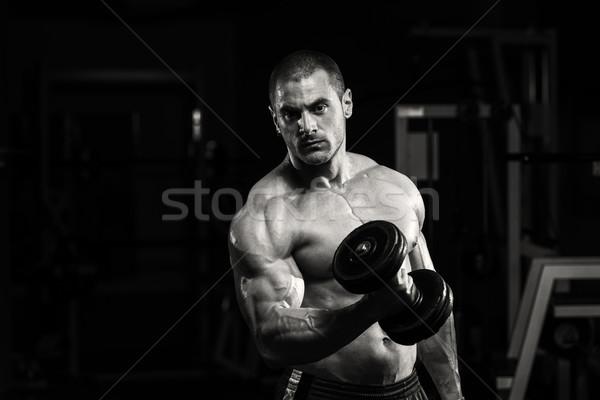 Jovem musculação pesado peso exercer bíceps Foto stock © Jasminko