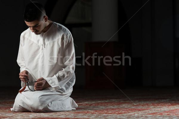 Megvilágosodás fiatal muszlim férfi készít hagyományos Stock fotó © Jasminko