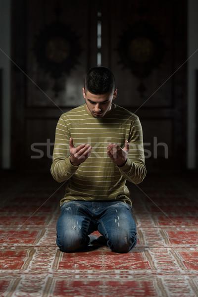 ムスリム モスク 男 祈っ 眼 顔 ストックフォト © Jasminko