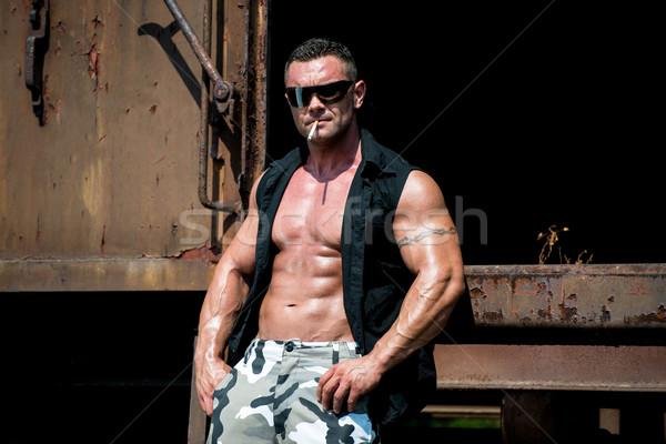 Homem óculos de sol fumador tatuagem lol charuto Foto stock © Jasminko