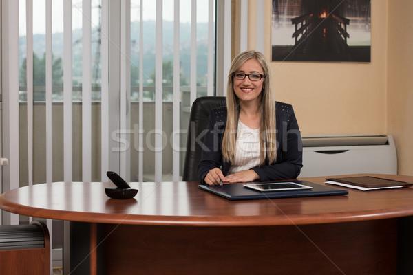 Zakenvrouw pauze touch gelukkig jonge zakenvrouw Stockfoto © Jasminko