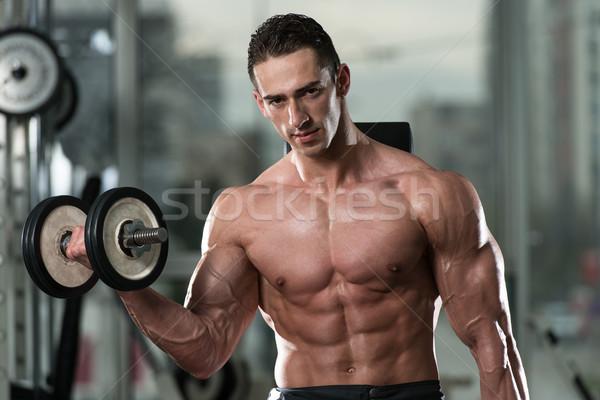 Fiatalember testmozgás bicepsz edz súlyzó koncentráció Stock fotó © Jasminko