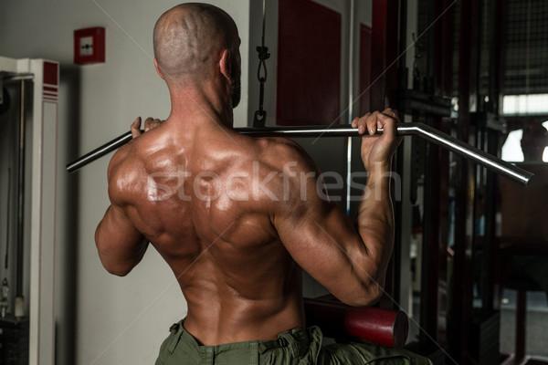 Maakt een reservekopie oefening volwassen man man gymnasium donkere Stockfoto © Jasminko