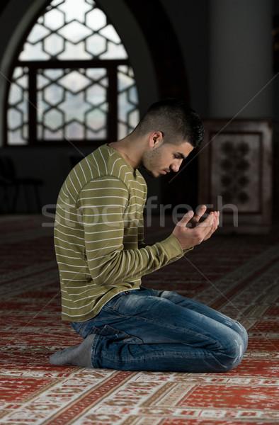 молодые мусульманских парень молиться человека мечети Сток-фото © Jasminko