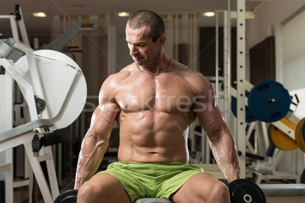 Jonge man oefening biceps bodybuilder gezondheid Stockfoto © Jasminko