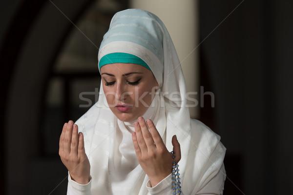 Müslüman kadın dua eden cami genç kız Stok fotoğraf © Jasminko