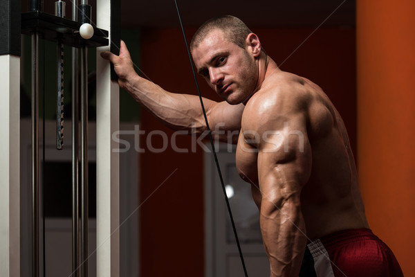 Bodybuilder oefening triceps jonge zwaar gewicht Stockfoto © Jasminko