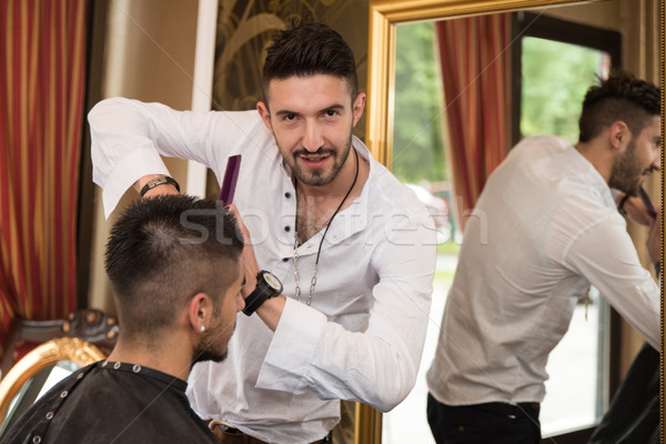 Profesional peluquero pelo corto modelo guapo jóvenes Foto stock © Jasminko