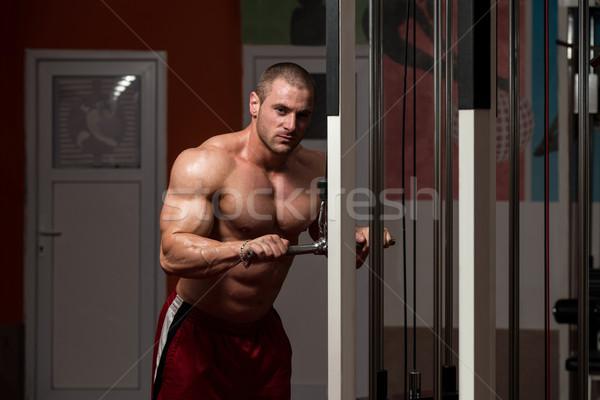 Triceps exercice jeunes bodybuilder lourd poids Photo stock © Jasminko