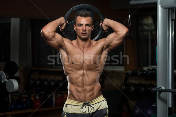 Triceps treningu masy młodych sportowiec wykonywania Zdjęcia stock © Jasminko
