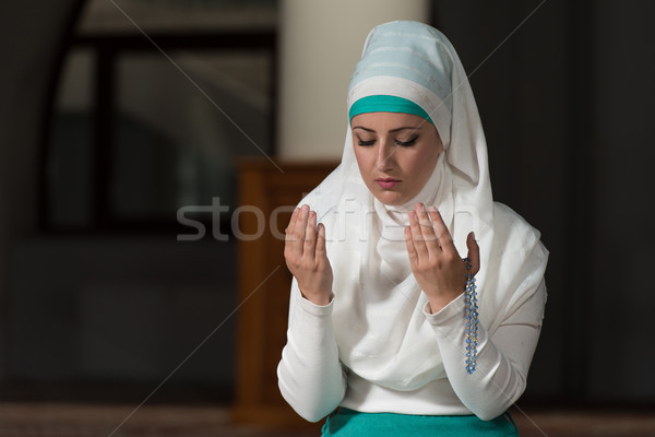 Ima mecset fiatal muszlim nő imádkozik Stock fotó © Jasminko