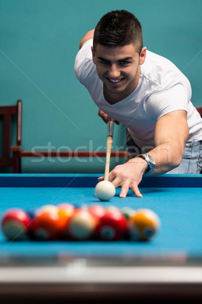 Adam oynama havuz genç erkekler top bilardo masası Stok fotoğraf © Jasminko