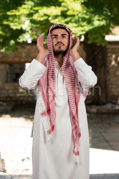 Jonge moslim vent bidden man Stockfoto © Jasminko