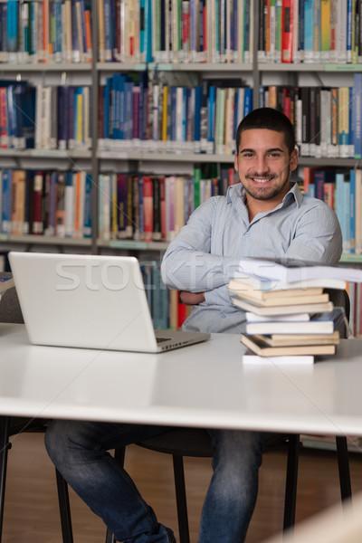 幸せ 男性 学生 作業 ノートパソコン ライブラリ ストックフォト © Jasminko