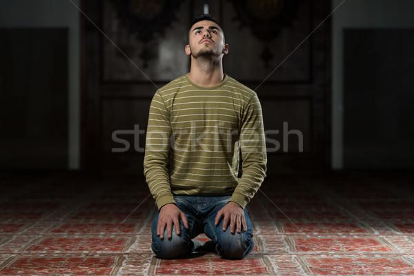 ストックフォト: ムスリム · 祈っ · モスク · 男 · 眼 · 顔