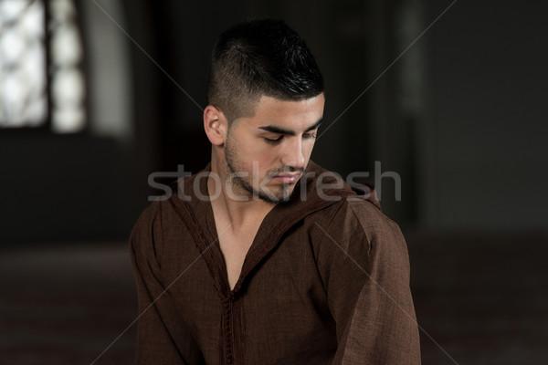 скромный мусульманских молитвы молодые человека Сток-фото © Jasminko