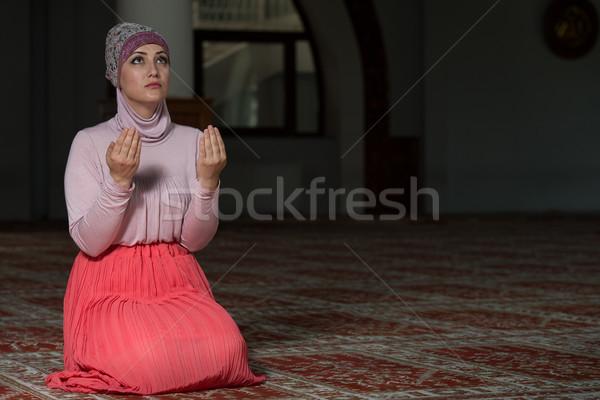 ムスリム 女性 祈っ モスク 小さな 手 ストックフォト © Jasminko