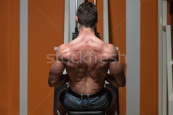 Jonge mannelijke Maakt een reservekopie gymnasium bodybuilder zwaar Stockfoto © Jasminko