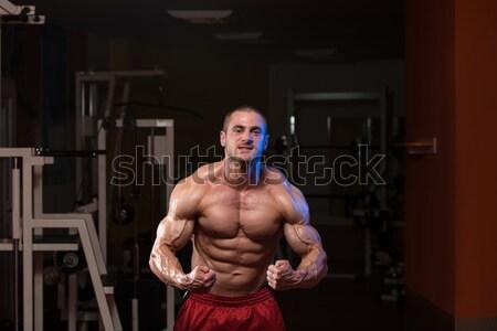 Masculino musculação ombro imprensa homem Foto stock © Jasminko