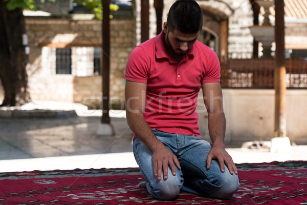 Megvilágosodás muszlim férfi imádkozik mecset kint Stock fotó © Jasminko
