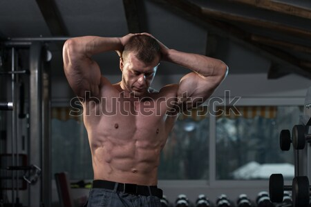 Musculaire bodybuilder Retour doubler biceps Photo stock © Jasminko