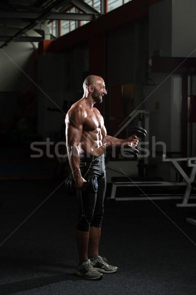 Dojrzały mężczyzna wykonywania biceps zdrowia Zdjęcia stock © Jasminko