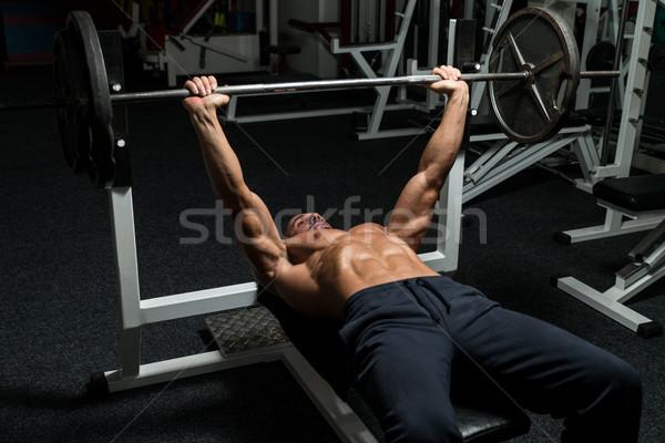 Gewichtheffer bank druk volwassen man gymnasium Stockfoto © Jasminko