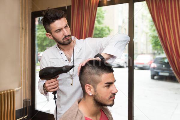Stylist haj férfi ügyfél jóképű férfi fodrász Stock fotó © Jasminko