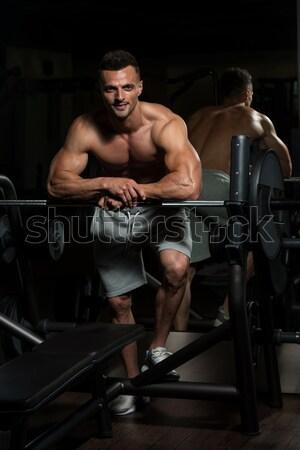 Masculino musculação máquina homem corpo ginásio Foto stock © Jasminko