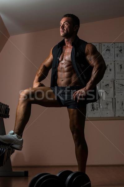 Zdjęcia stock: Mężczyzna · kulturysta · stwarzające · czarny · shirt · sexy