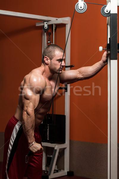 Kulturysta wykonywania triceps młodych ciężki masy Zdjęcia stock © Jasminko