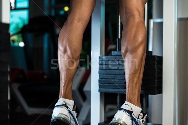 Gespierd man kalveren oefening huid atleet Stockfoto © Jasminko