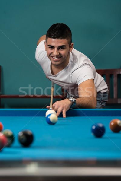 Homem bola para cima quebrar piscina jovens Foto stock © Jasminko