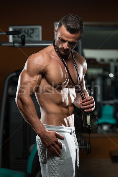 Cardio tiempo guapo muscular hombre saltar Foto stock © Jasminko