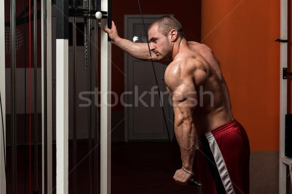 Mężczyzna kulturysta ciężki masy wykonywania triceps Zdjęcia stock © Jasminko