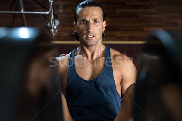 Edzés láb sajtó tornaterem testmozgás férfi Stock fotó © Jasminko