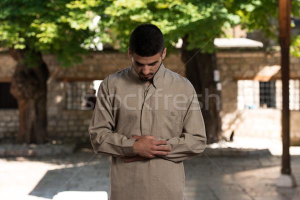 Muszlim férfi imádkozik mecset fiatal készít Stock fotó © Jasminko