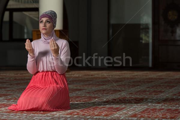 женщину молитвы мечети молодые мусульманских молиться Сток-фото © Jasminko