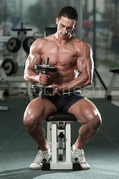 Bodybuilder biceps jonge man Stockfoto © Jasminko