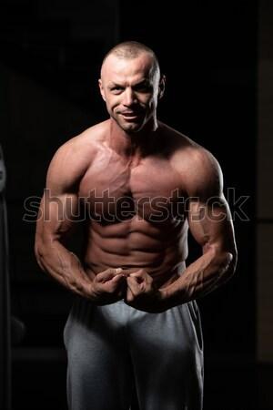 Bonito corpo construtor muscular pose Foto stock © Jasminko