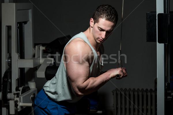 Triceps jeunes bodybuilder exercice gymnase Photo stock © Jasminko