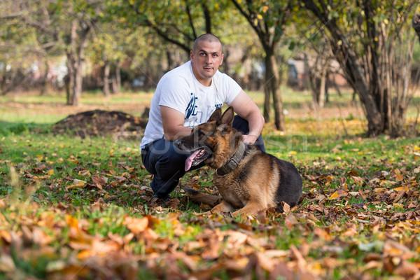 Felnőtt férfi kutya erdő férfi életstílus Stock fotó © Jasminko