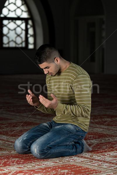 мусульманских молиться мечети человека глаза лице Сток-фото © Jasminko