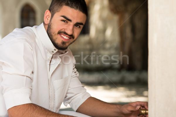 Retrato jovem Árabe arábia homem muçulmano Foto stock © Jasminko