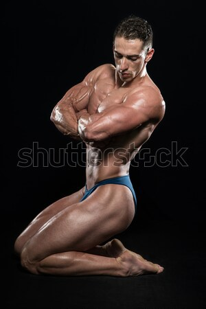 Flex jeunes bodybuilder muscles noir Photo stock © Jasminko